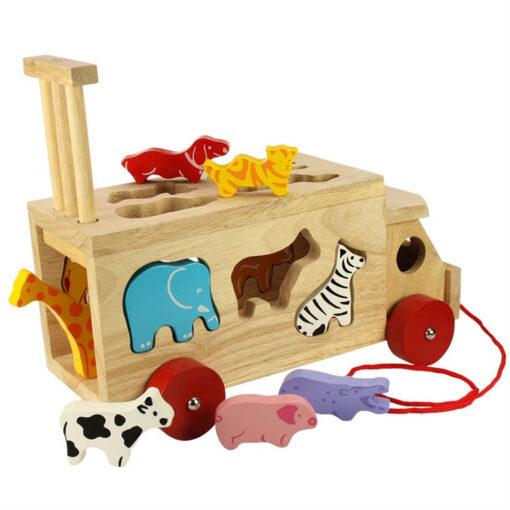 Drewniana ciężarówka ze zwierzątkami